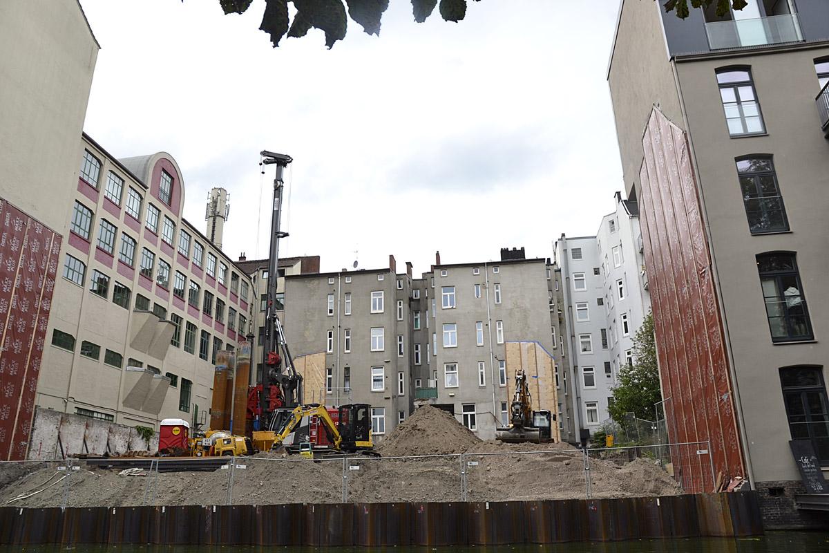 Das Foto zeigt die Baustelle am Grundstück Hegestraße 46 am 1.9.2019.